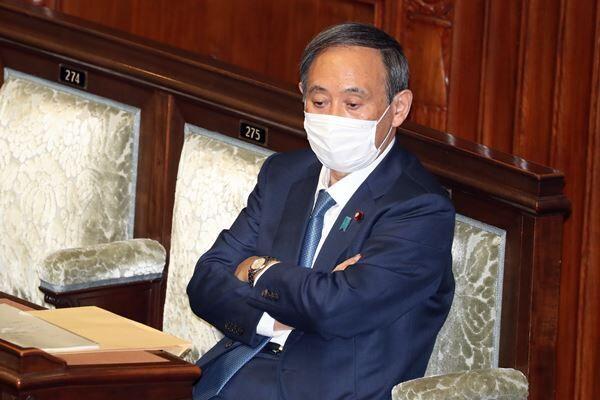 菅首相忘年会「アクリル板なし」西村大臣の墓穴発言で窮地