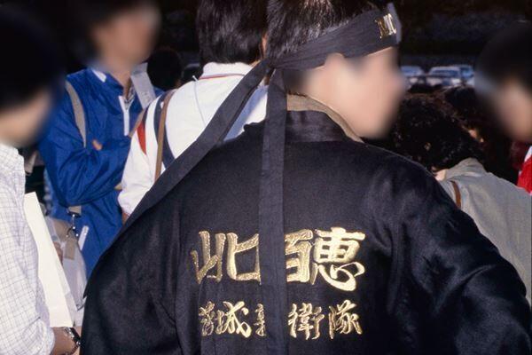 山口百恵の名前が刻まれた法被を着た当時の親衛隊