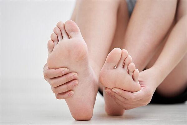 医師が解説、健康な足のままでいるための4つのセルフケア
