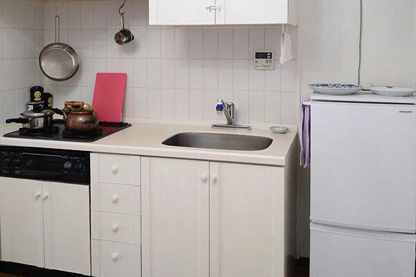 3人家族だけど冷蔵庫は1人用…4千万円貯めたミニマリスト