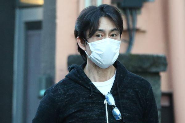 2月中旬、記者の直撃に答えた倉田
