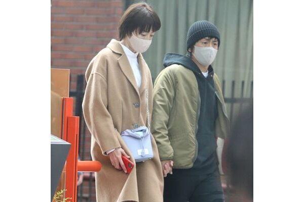 原宿の大通りでも人目を気にせず手を繋いでいた、りえと森田
