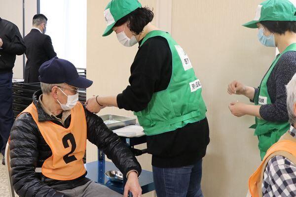3月、都内ではワクチン集団接種訓練も実施していた(写真:時事通信)