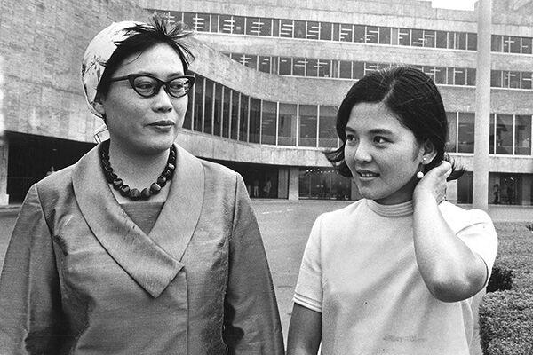 68年、朝ドラ初のカラー作品『あしたこそ』主演の藤田弓子と43歳の橋田さん
