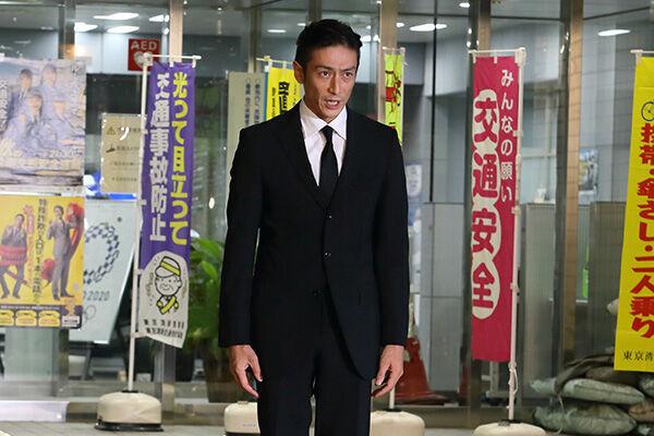 20年9月30日、保釈され謝罪する伊勢谷友介被告。