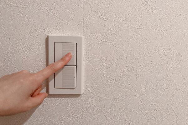 「電気をこまめに消す人はたまらない」節約新常識をFPが解説