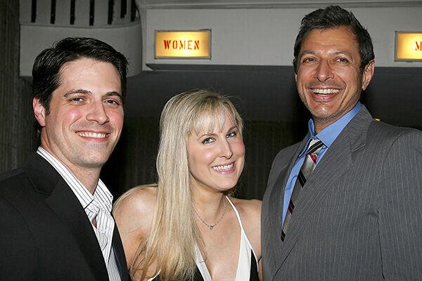 2006年のトライベッカ映画祭で。左から夫のニックさん、フェラーさん、俳優のジェフ・ゴールドブラム(写真:REX/アフロ)