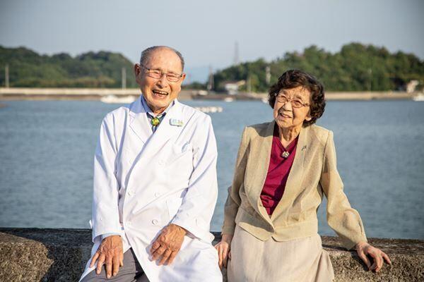 結婚してもうすぐ70年「あっという間だったね」と語り合う佐藤先生と妻・圭子さん