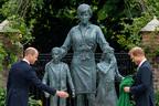 ヘンリー王子、ダイアナ妃の銅像除幕式をわずか20分で辞去