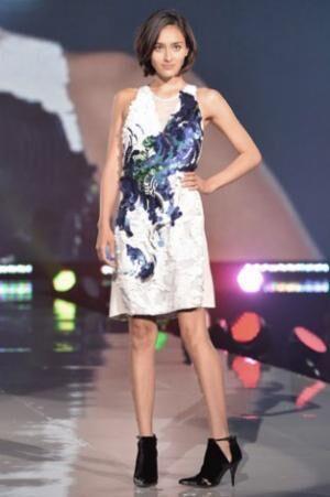 『神戸コレクション 2013 A/W』に出演した長谷川潤