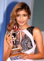 ローラ『ネイルクイーン』3年連続受賞で殿堂入り