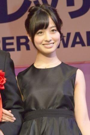 歴代最年少の15歳で『第26回 日本ジュエリー ベストドレッサー賞』を受賞した橋本環奈 (C)ORICON NewS inc.