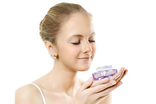 素敵な香りを身につけて、さりげなく女性力をアップ!