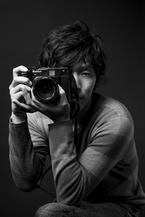 プロカメラマンに聞く、大人の女性をさらに美しくみせる所作&写真うつりのポイントとは?