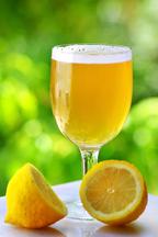 楽しい乾杯に!レモン&ビールテイストの新ドリンク「ラドラー」とは?