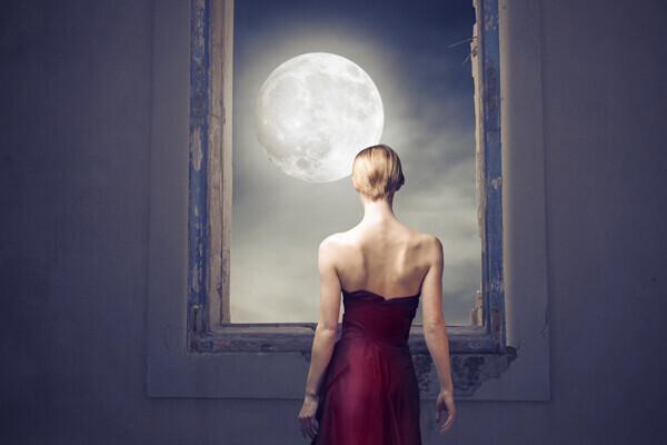 月と女性の密接な関係とは? 「ムーンヨガ」で心身のセルフケアを始めよう (動画あり)