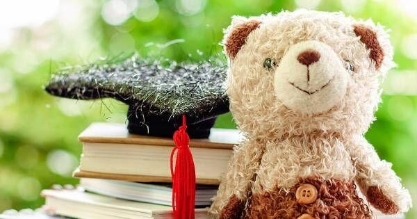 """イギリスの小学校では○○がクラスメイトの家を旅して回る!? 文字への興味を高めてくれる """"秘密道具"""""""