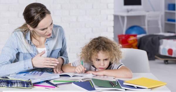 """「宿題やだ!」を解決する """"親の神対応""""。脳をダマして「やり抜く力」をつける方法"""