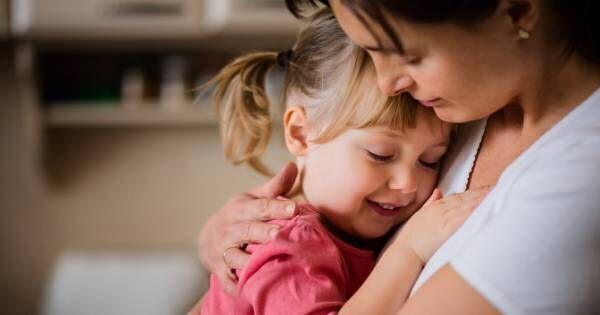 「赤ちゃん返り」は親を信頼している証拠です! 子どもの自己肯定感を下げない4つの対処法