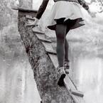 脚が太い女子はミニスカートを穿いちゃダメ?