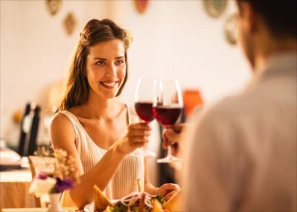 恋人がいるのに男女でサシ飲みにいく男性の心理と対処法(株式会社たかだまなみ)