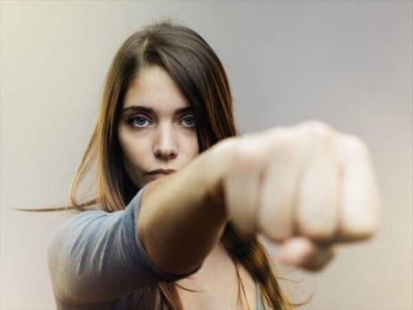 マウンティングする女性の思考回路……実はこうなっています!