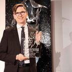 ヴィキングル・オラフソン(ピアニスト)が <グラモフォン・アワード2019アーティスト・オブ・ザ・イヤー>を受賞