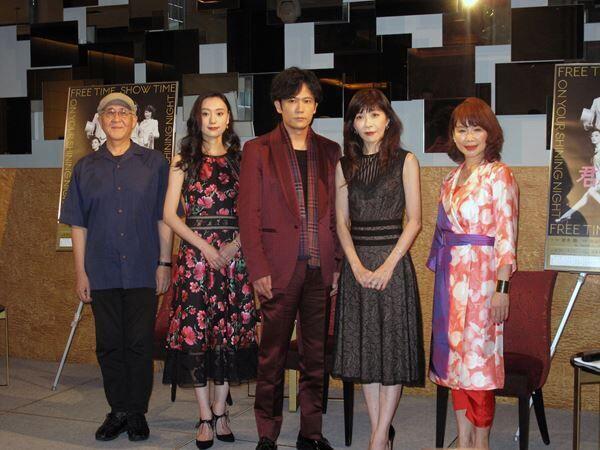 左から鈴木聡、中島亜梨沙、稲垣吾郎、安寿ミラ、北村岳子