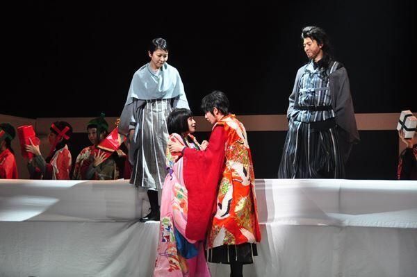 NODA・MAP第23回公演『Q:A Night At The Kabuki』 撮影:黒豆直樹