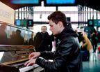 ピアノ弾きの青年の人生が動き始める 『パリに見出されたピアニスト』冒頭映像公開