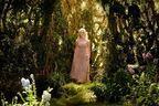 """『マレフィセント2』でエル・ファニングの夢叶う """"あのドレス""""をまとったオーロラ姫の画像が公開"""