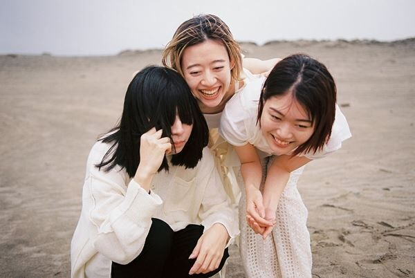 羊文学、メジャーデビュー決定 枝優花監督が手がけた『砂漠のきみへ』MVも8月19日に公開