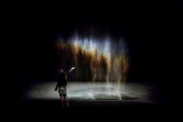 オラファー・エリアソン《ビューティー》1993年Installation view: Moderna Museet, Stockholm 2015 Photo: Anders Sune Berg Courtesy of the artist; neugerriemschneider, Berlin; Tanya Bonakdar Gallery, New York / Los Angeles (c)1993 Olafur Eliasson