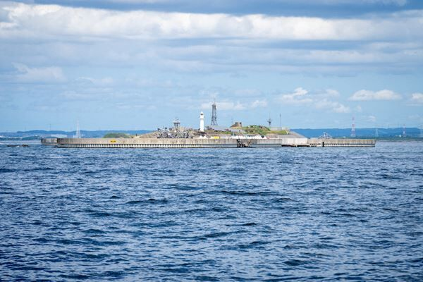 東京湾の人工島で行われたKing Gnuシークレットライブレポート 舞台裏に密着したビハインドザシーンの公開も決定
