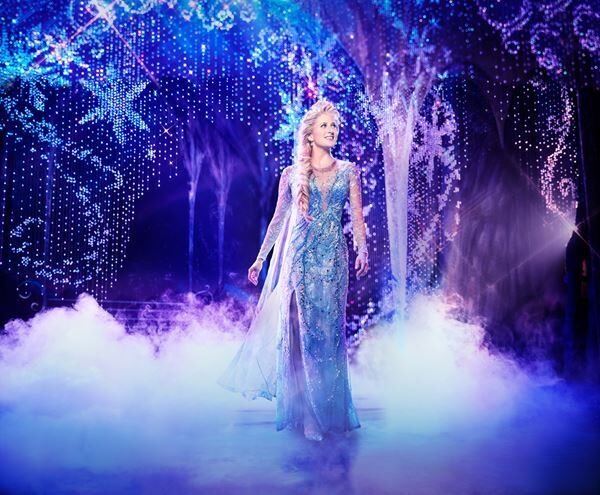Caissie Levy as Elsa in FROZEN on Broadway. Photo by Saint(c)Disney海外公演より