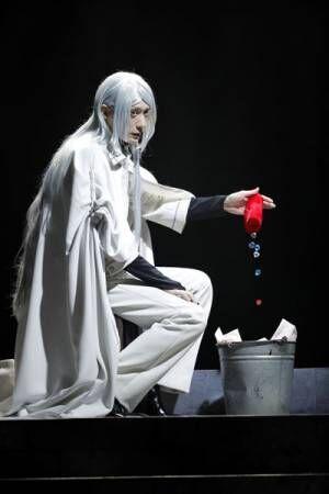 村田充、澁澤龍彦役で圧倒的な存在感を放つ 「文豪ストレイドッグス DEAD APPLE」舞台写真&レポート到着