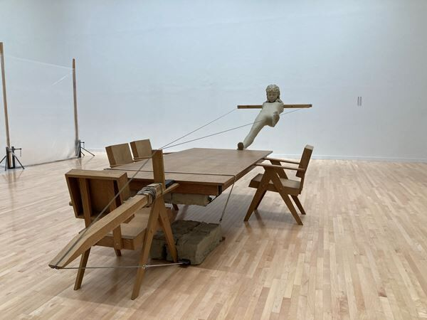 オランダ出身のアーティスト、マーク・マンダース 日本の美術館では初となる個展の展示風景をレポート!
