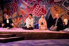 長塚圭史、監督就任後の初公演『新ロイヤル大衆舎×KAAT「王将」-三部作-』現在上演中 舞台写真&コメントも