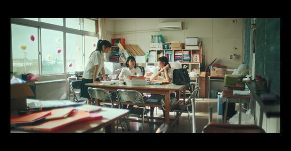 NGT48、小越春花センター曲「Awesome」MV公開 高校生120名と圧巻のダンスを披露