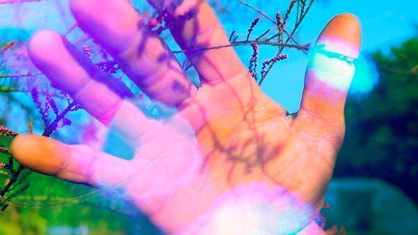 《マーシー・ガーデン・ルトゥー・ルトゥー/慈しみの庭へ帰る》2014年 マルチチャンネル・ヴィデオ・インスタレーション、サウンド/コーナープロジェクション、クッション、カーペット(15分14秒) (c)Pipilotti Rist, All images courtesy the artist, Hauser & Wirth and Luhring Augustine