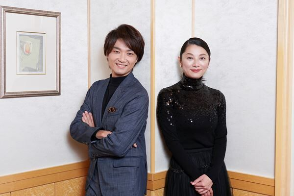 井上芳雄(左) 小池栄子(右) 撮影:源賀津己