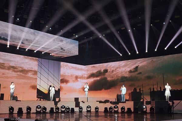 """""""まさに動く芸術作品"""" SEVENTEEN、初オンラインコンサートで世界122ヵ国のCARATへ愛を語る"""
