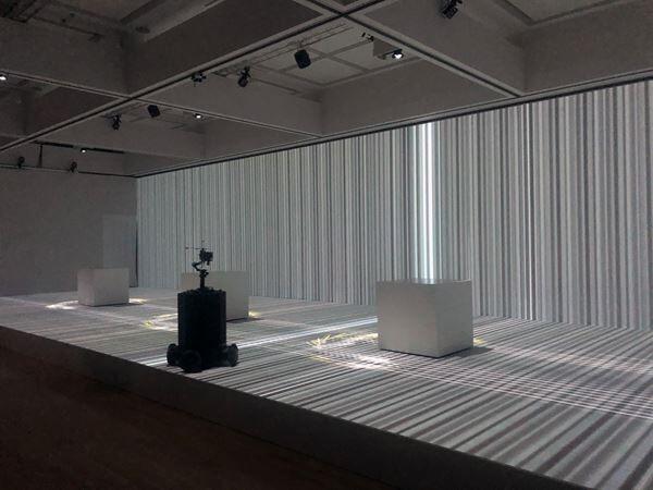 ライゾマティクスの大規模個展が東京都現代美術館にて開幕 設立から15年の多岐にわたる活動を複合的に展観