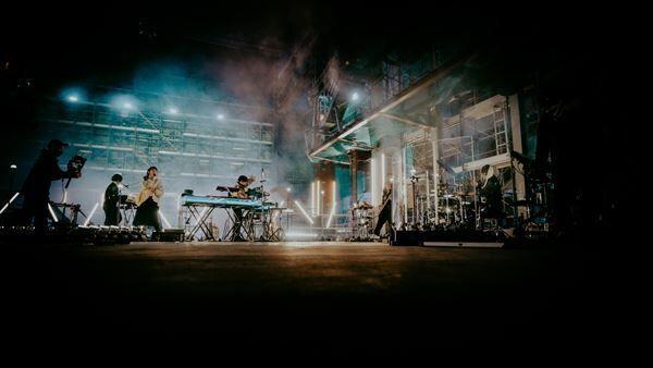 YOASOBI 1st LIVE 『KEEP OUT THEATER』 撮影:Kato Shumpei