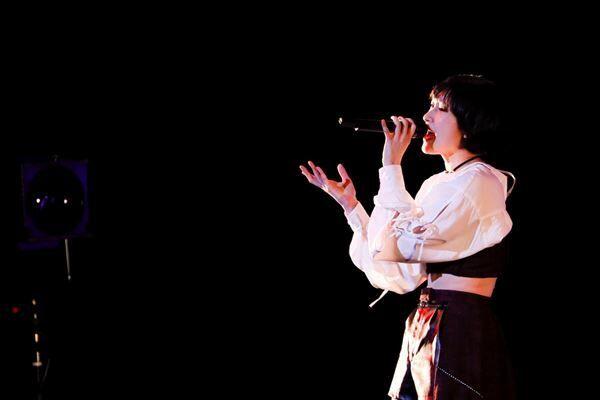 宮本佳林、ソロライブ「2021 春~アマリリス~」で研ぎ澄まされたノンストップ・パフォーマンス 秋の単独ライブ開催も決定