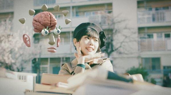 アイナ・ジ・エンド「彼と私の本棚」MV
