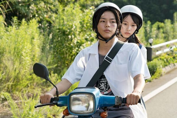 """緊迫感あふれる映画の""""唯一の癒し""""に。女優・南沙良、18歳の今"""
