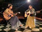 乃木坂46の大園桃子&遠藤さくらがライブハウスで弾き語り、ユニット曲「友情ピアス」MV公開