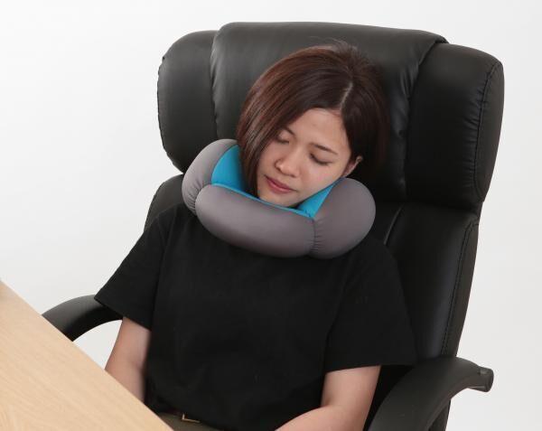束の間の休息だって安眠したい!使い方自由自在の仮眠まくら