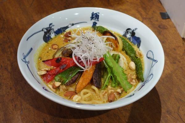 麺屋武蔵から動物系不使用の「ベジ白湯カレー麺」が限定発売